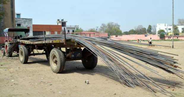 up iron rod robbry in highway