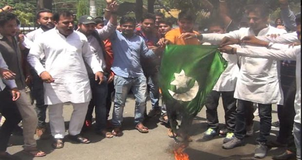 ghaziabad pakistan flag fire kulbhushan rihai