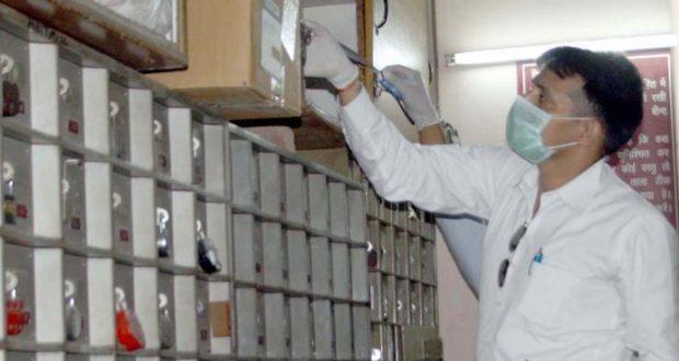 png bank ghaziabad 30 locker broken looted jwelary